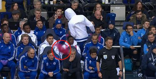 Mourinho: 'Costa phải vinh dự vì được ngồi dự bị sau cùng'