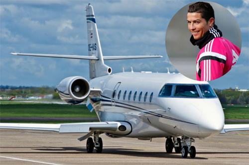 Ronaldo liên tục đi chơi bằng may bay riêng