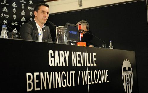Gary Neville: 'Uy tín để đâu nếu không nhận việc ở Valencia'