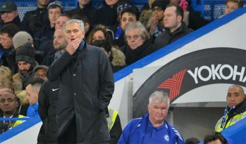 Mourinho: 'Cầu thủ chủ yếu do vợ và bạn gái quản lý chứ không phải tôi'
