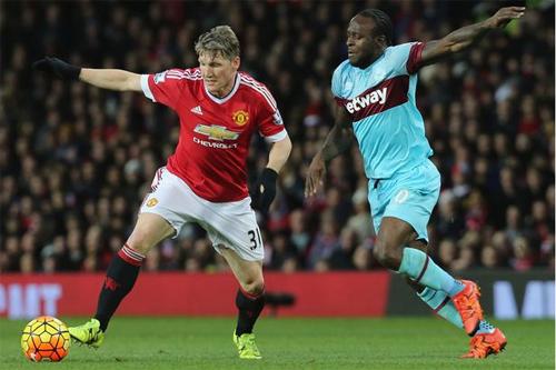 Schweinsteiger hối thúc Man Utd mua Messi, Ronaldo hoặc Muller