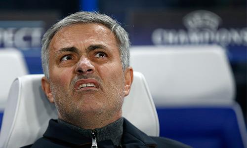 Mourinho xin lỗi CĐV dù đi tiếp ở Champions League