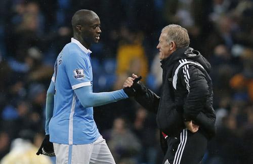 Man City lên ngôi đầu nhờ bàn may mắn phút bù giờ