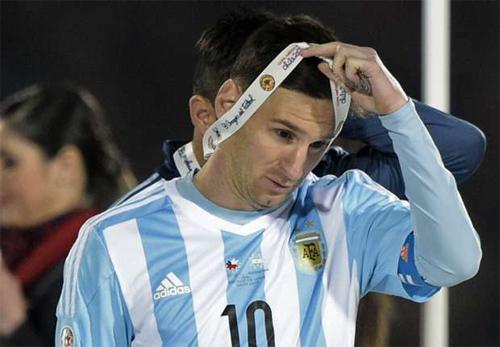 Messi văng tục khi đáp trả làn sóng chỉ trích