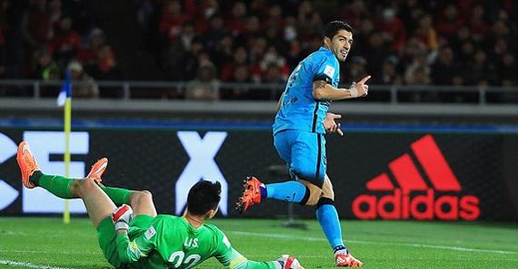 Suarez lập hat-trick, Barca vào chung kết FIFA Club World Cup