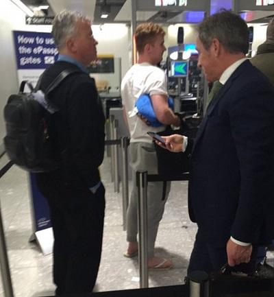 Hiddink đã tới London, bàn hợp đồng với Chelsea