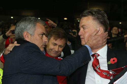 Van Gaal thừa nhận có thể bị sa thải như Mourinho