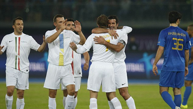 Beckham tái ngộ Figo, Roberto Carlos tại Football Champions Tour - ảnh thể thao