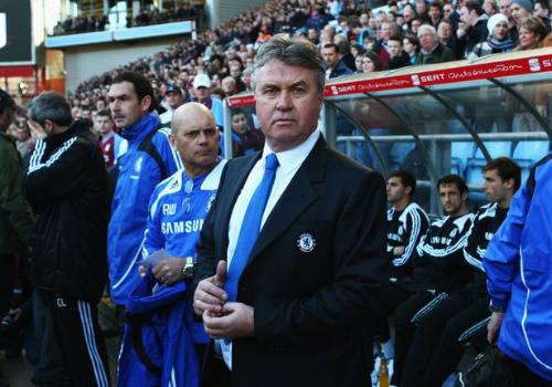 Chelsea bổ nhiệm Hiddink làm HLV tạm quyền
