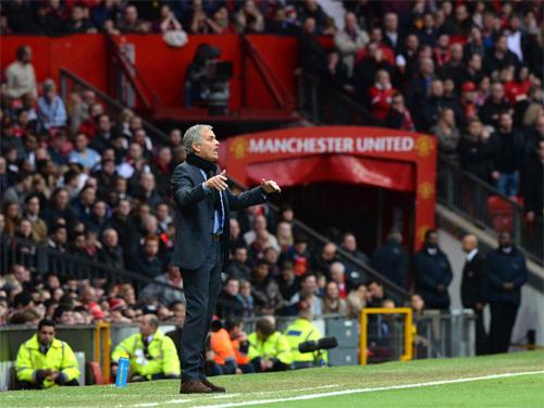 Mourinho trở thành ứng cử viên số một thay Van Gaal