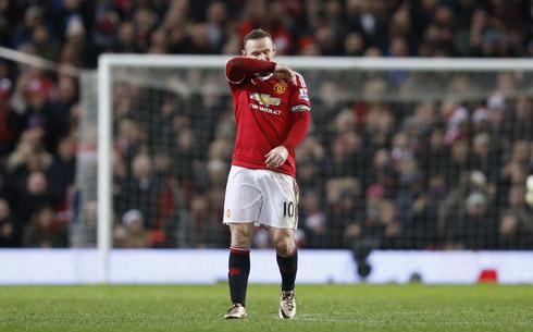 Rooney mắc sai lầm, Man Utd rời top 4