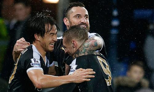 CĐV thắng cược gấp 1000 lần nhờ kỳ tích của Leicester