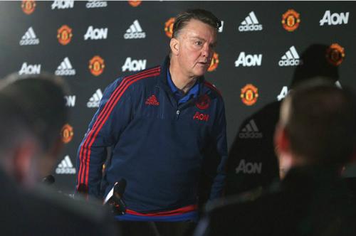 Van Gaal trút giận lên truyền thông, bỏ ngang họp báo