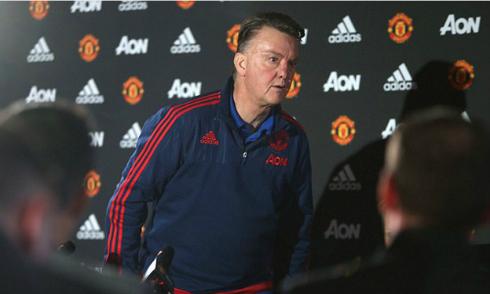 Wenger bảo vệ Van Gaal, từ chối nói về Mourinho