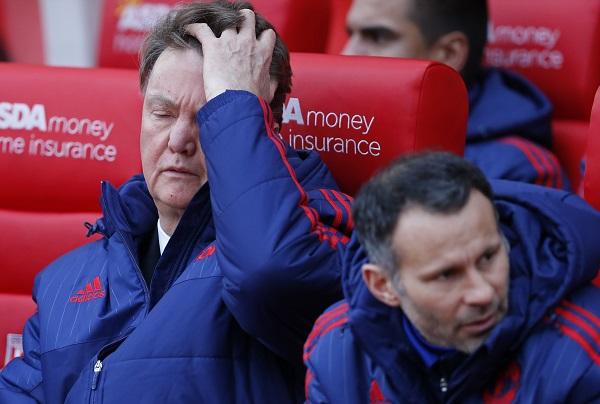 Man Utd lại thua, Van Gaal đối diện trát sa thải