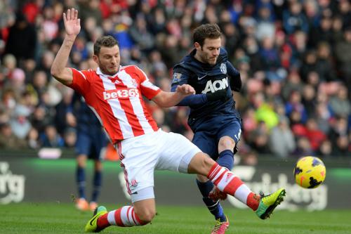 Lawrenson: 'Chelsea thắng tiếp, Man Utd khó vượt ải Stoke'