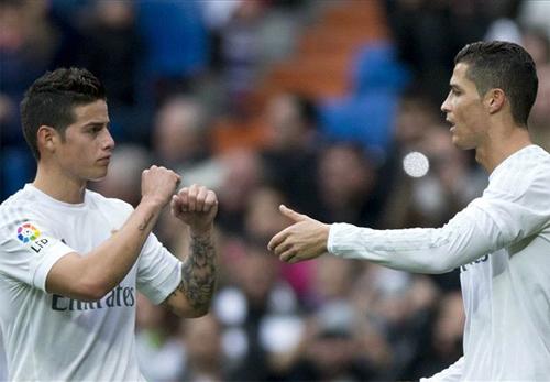 Ronaldo lập cú đúp, Real bám sát hai đội dẫn đầu
