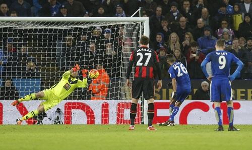 Leicester bị cầm chân dù chơi hơn người, có phạt đền