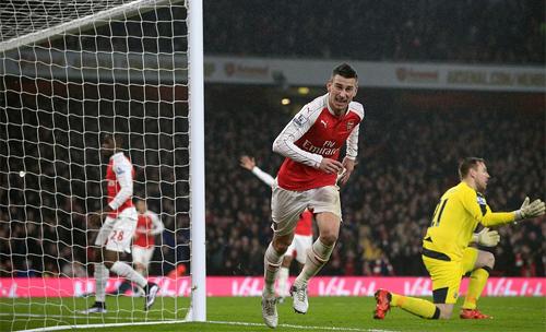 Bắn hạ 'Chích choè', Arsenal vững ngôi đầu