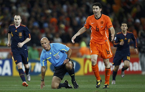 howard-webb-thua-nhan-sai-lam-o-chung-ket-world-cup-2010-1