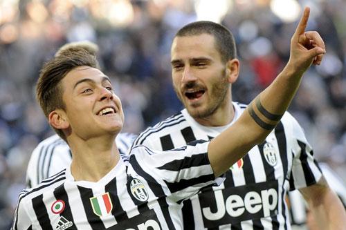 Juventus thắng đậm, Milan thất bại trận mở màn năm 2016