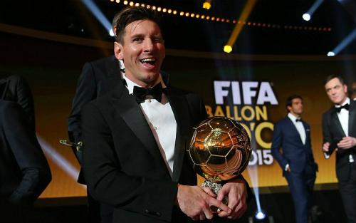 HLV Enrique: 'Có đá trung vệ, Messi vẫn tỏa sáng'