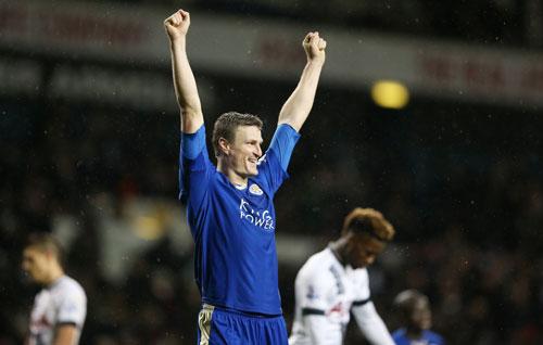 Leicester đánh bại Tottenham, bằng điểm với Arsenal