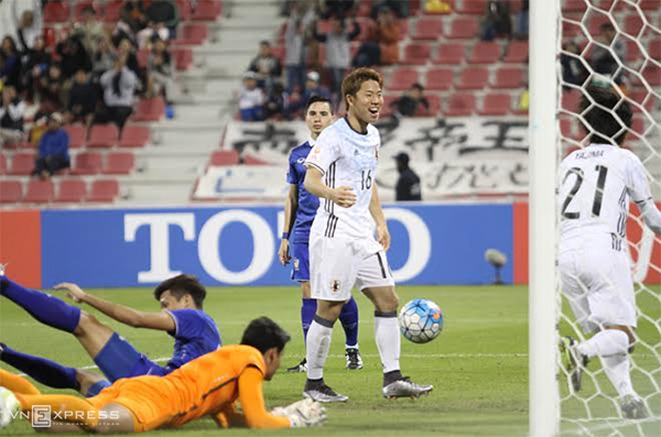 Đè bẹp U23 Thái Lan, U23 Nhật Bản giành vé đầu tiên vào tứ kết