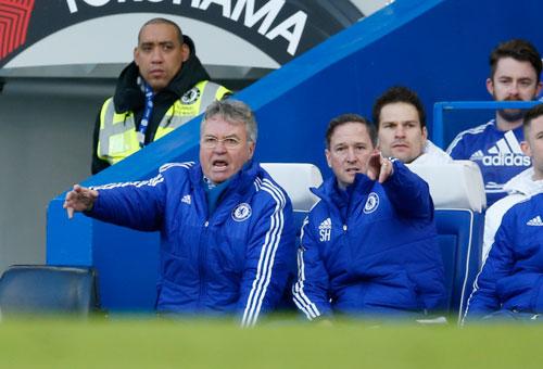 Hiddink tác động trọng tài, gián tiếp giúp Terry ghi bàn việt vị