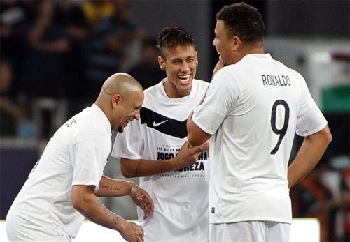 Carlos: 'Tôi chỉ đùa khi nói đưa Neymar về Real Madrid'
