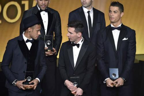 Ronaldo trổ tài phiên dịch cho Messi, Neymar