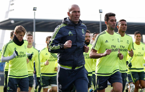 Zidane đưa ra bài tập mới, ép học trò tăng cường thể lực