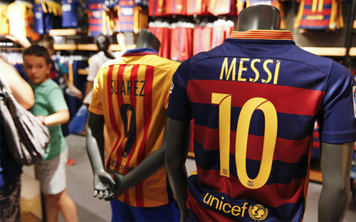 Áo bóng đá của Messi bán chạy nhất năm
