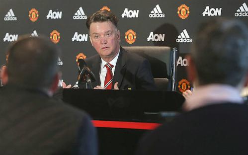 Van Gaal lại gây hấn với truyền thông