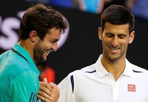 Djokovic vào tứ kết sau trận đấu năm set căng thẳng