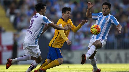 Messi ghi tuyệt phẩm, Barca trở lại dẫn đầu Liga