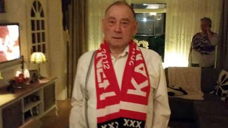 Nhà cựu vô địch châu Âu tri ân đặc biệt cho CĐV 80 tuổi