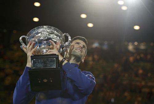 Djokovic ví bản thân như 'con sói chạy trên ngọn đồi'