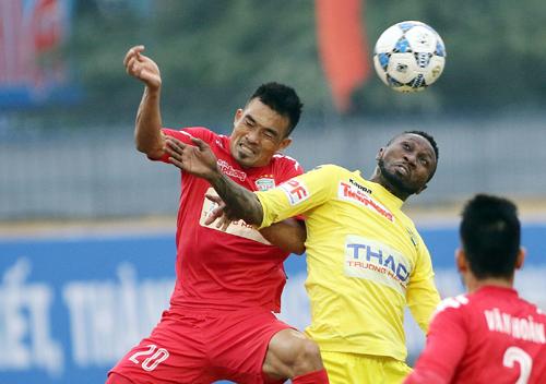 Cầu thủ Việt dài cổ chờ thưởng Tết