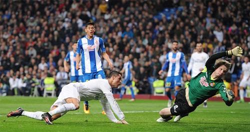 Ronaldo lập hat-trick, Real giành chiến thắng kiểu tennis