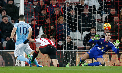 Aguero giúp Man City thắng nhọc, giữ vị trí thứ nhì