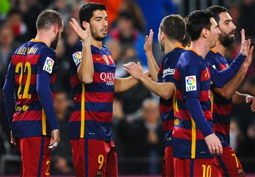 Suarez ghi bốn bàn, Barca thắng Valencia 7-0
