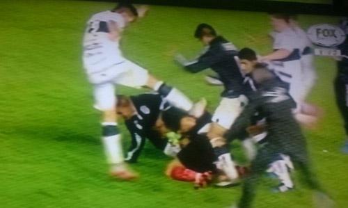 Argentina treo giò 15 cầu thủ sau một trận giao hữu