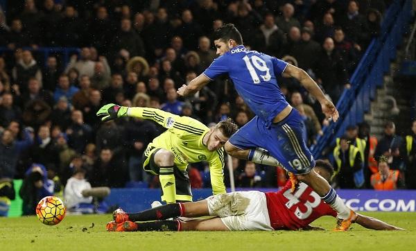 Costa cướp chiến thắng của Man Utd ở phút bù giờ