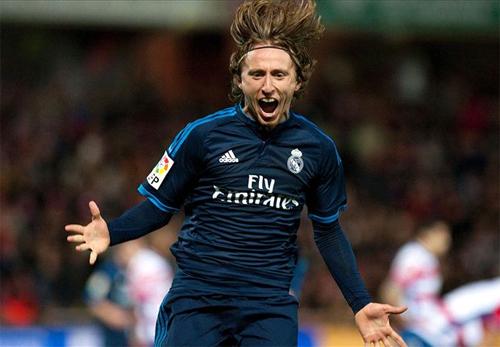 Modric lập tuyệt phẩm, Zidane có chiến thắng xa nhà đầu tiên