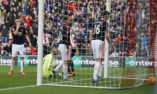 Man Utd tấn công bế tắc, thua đội cầm đèn đỏ
