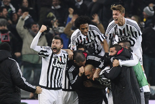 Juventus đánh bại Napoli, bước lên đỉnh Serie A