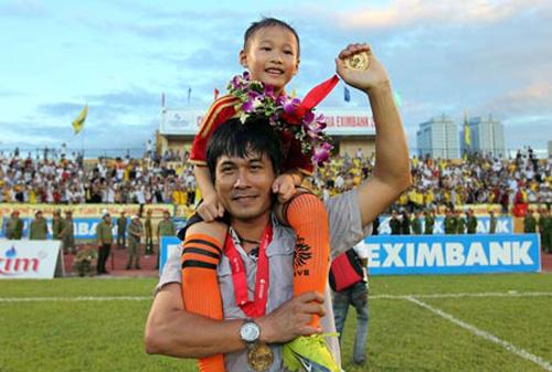 HLV Hữu Thắng nhờ luật sư xem xét hợp đồng dẫn dắt tuyển Việt Nam