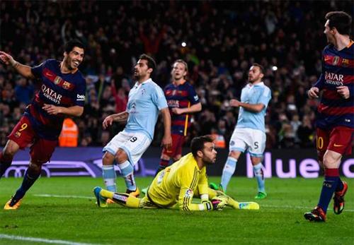 Messi bỏ lỡ kỷ lục vàng khi kiến tạo trên chấm 11m cho Suarez