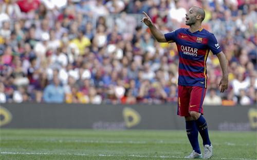 CĐV xin Messi nhường phạt đền cho Mascherano